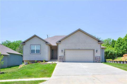 Photo of 6208 N Green Hills Ln, Kansas City, MO 64151