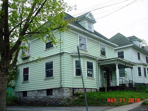 8 Woodruff Pl, Auburn, NY 13021