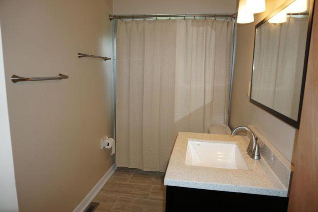 3532 Noe Bixby Rd Columbus Oh 43232 Bathroom