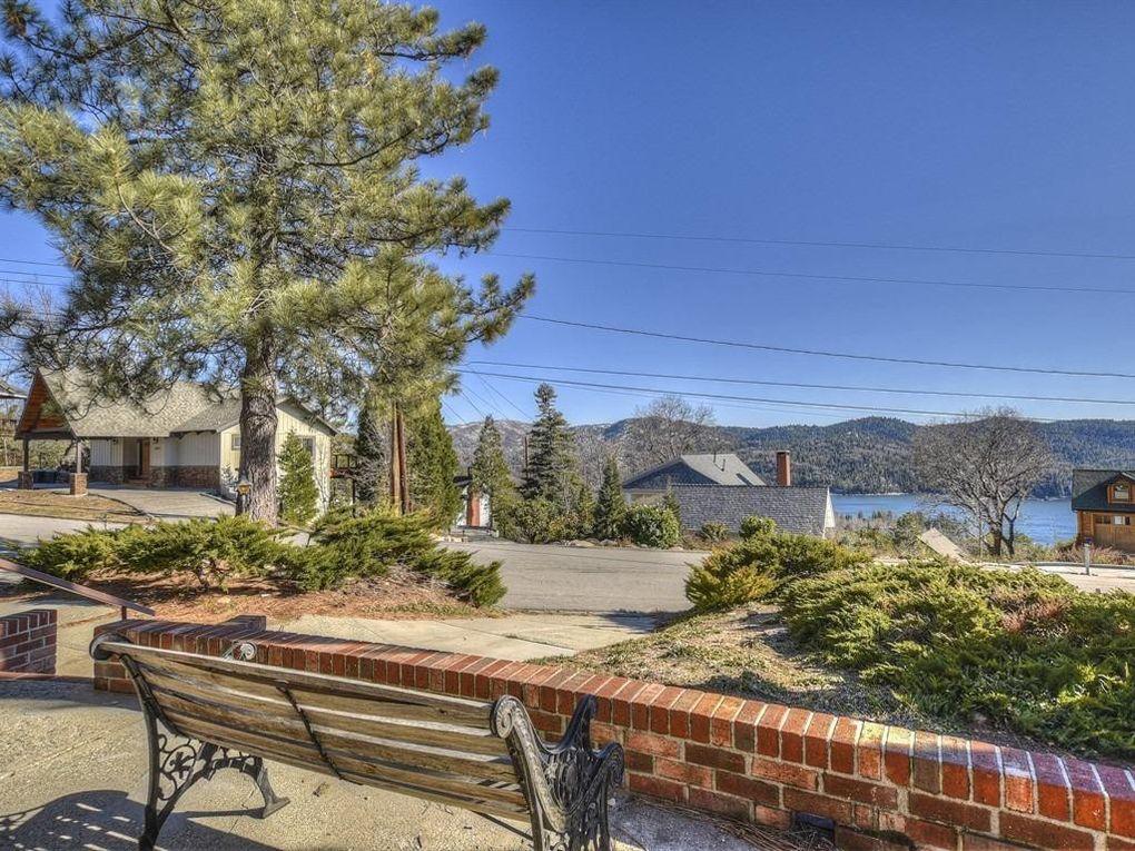 28928 Mammoth Dr, Lake Arrowhead, CA 92352