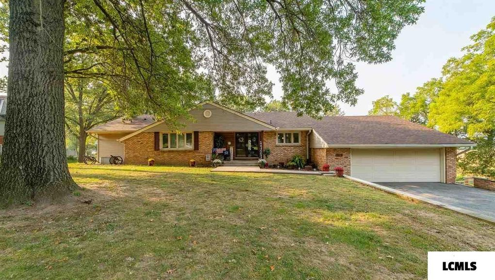 16 Forest Hills Dr Lincoln, IL 62656