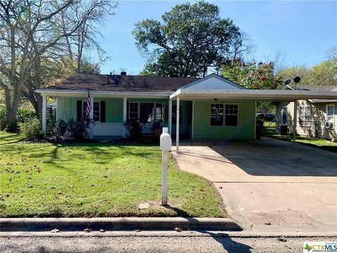 Photo of 1009 Fulton St, Edna, TX 77957