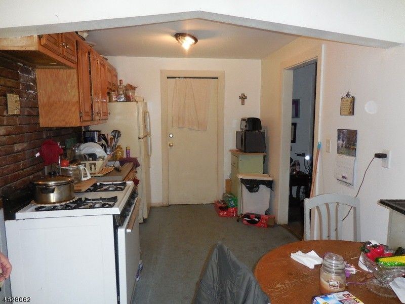 11 Weiss St, Paterson, NJ 07503