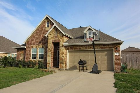 Photo of 2160 Colonial St, Alvin, TX 77511