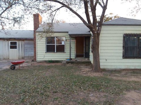 Photo of 955 W Hockley St, Slaton, TX 79364