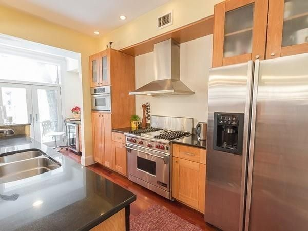 124 Saint Botolph St, Boston, MA 02115