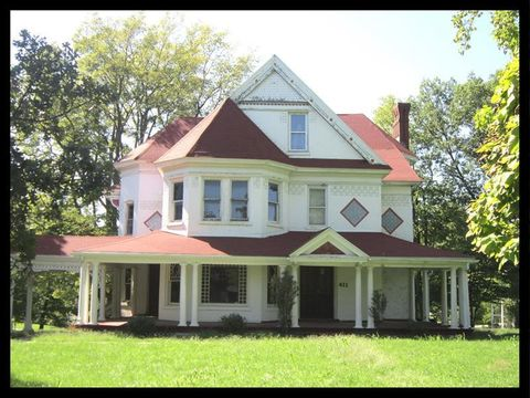 Photo of 411 N Wentz St, Macon, MO 63552