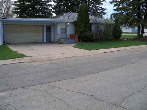 300 Peterson St, Lignite, ND 58752