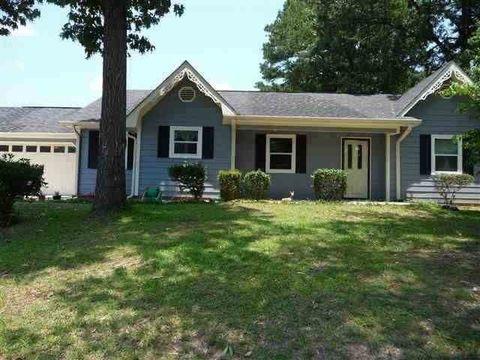 118 Crestwood Cir, Centerville, GA 31028