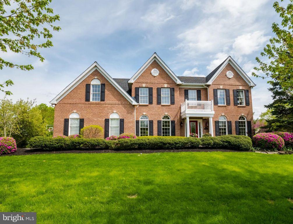 1284 Bridle Estates Dr Yardley, PA 19067