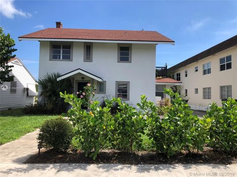 Photo of 226 S Lakeside Dr, Lake Worth, FL 33460