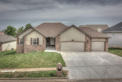 Photo of 1943 W Hill St, Springfield, MO 65803
