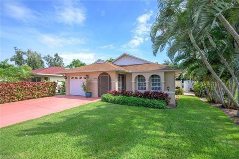 Photo of 800 92nd Ave N, Naples, FL 34108