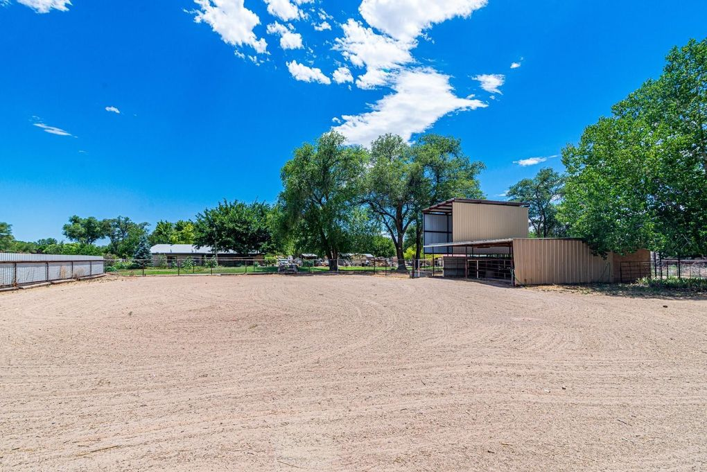 1035 Camino De Chavez Pl Bosque Farms, NM 87068