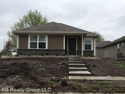 Photo of 211 E Plum St, Raymore, MO 64083