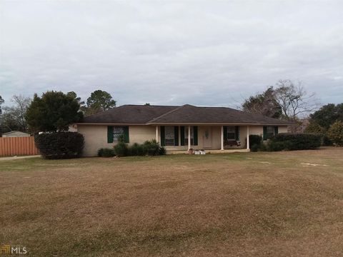 Photo of 605 N Kennedy St, Metter, GA 30439