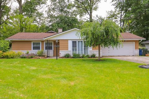 28643 Spruce Dr, North Olmsted, OH 44070