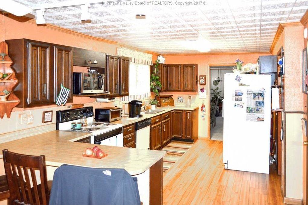 4611 Country Club Blvd, South Charleston, WV 25309