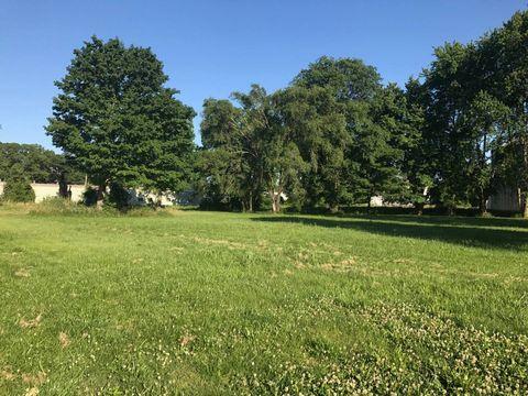 Photo of 109 North St, Hutonsville, IL 62433