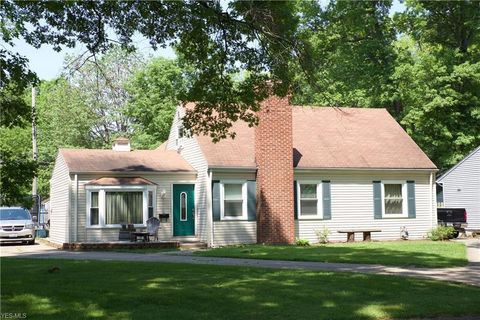 318 Bellaire Rd, Avon Lake, OH 44012