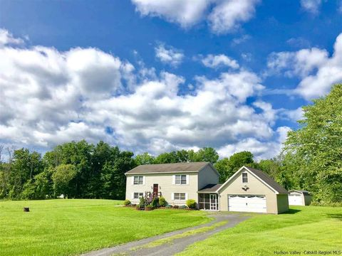 34 Tanhouse Brook Rd, Cottekill, NY 12419