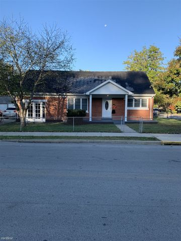 Photo of 404 Boone St, Berea, KY 40403