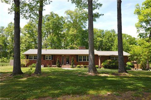2520 W Woodlyn Way, Greensboro, NC 27407
