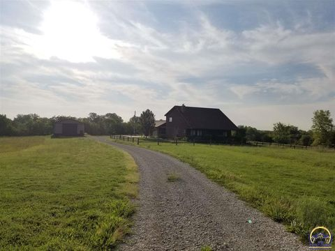 Photo of 14525 326th Rd, Whiting, KS 66552