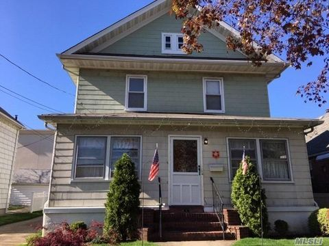 Photo of 57 Florence St, Floral Park, NY 11001