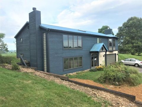 16000 Sycamore Rd, Gambier, OH 43022