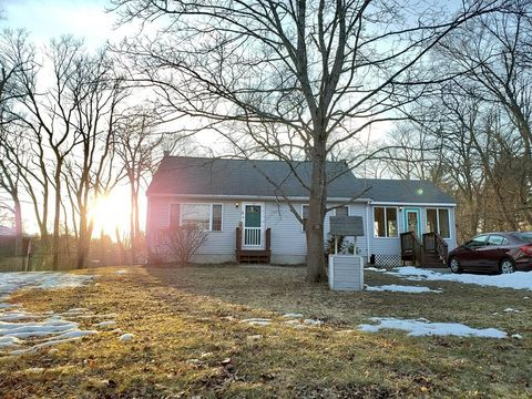 Photo of 8 Cordial Rd, Middleboro, MA 02346