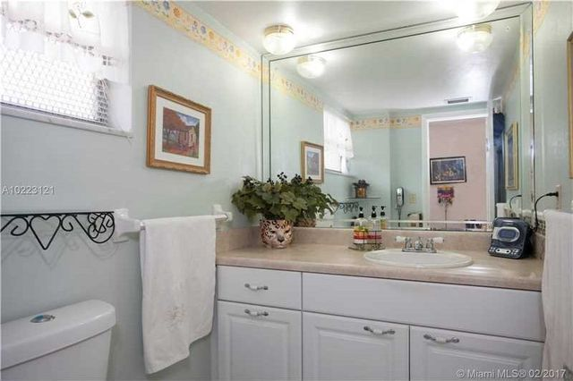18707 Ne 14th Ave Apt 736, North Miami Beach, FL 33179 - Bathroom