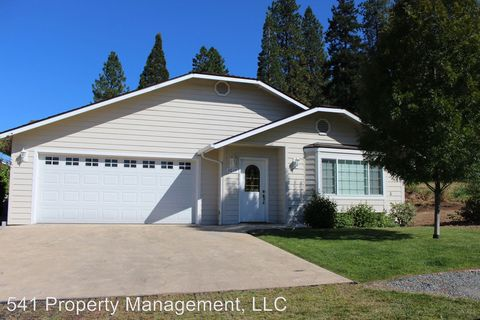 Photo of 3013 University Rd, Grants Pass, OR 97527