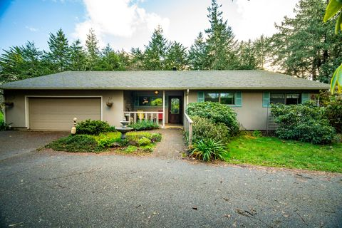 Photo of 392 Michigan Ave Ne, Bandon, OR 97411