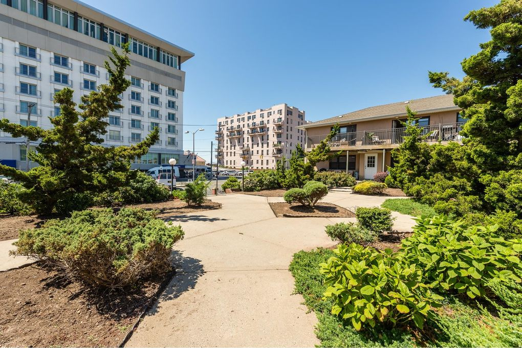 65 W Broadway Apt 12 G, Long Beach, NY 11561