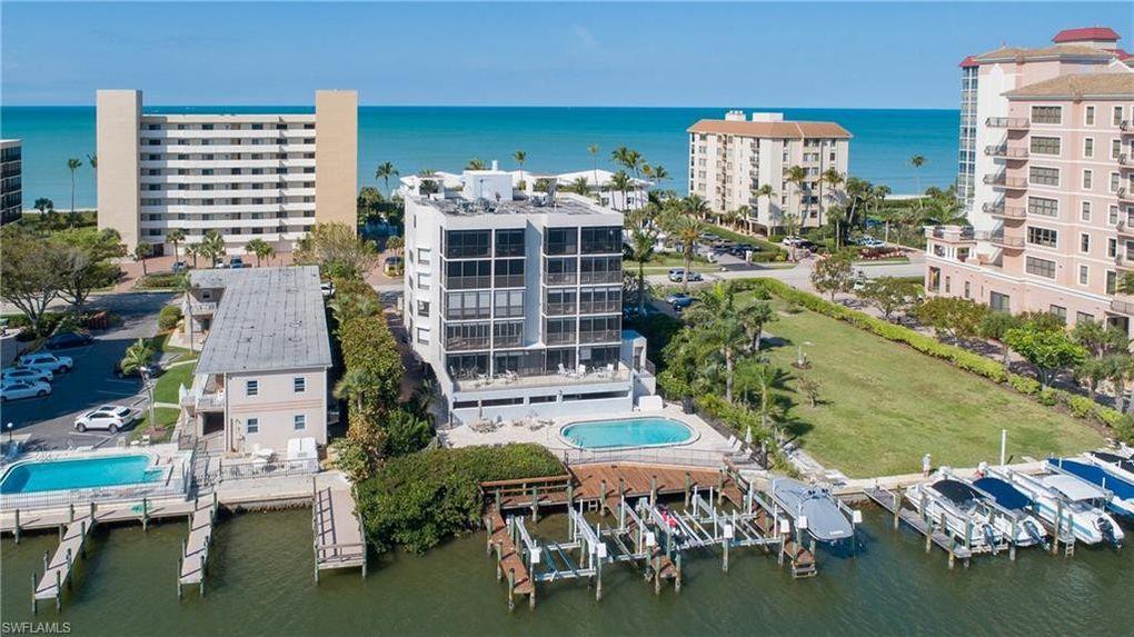 10562 Gulf Shore Dr Apt 301, Naples, FL 34108