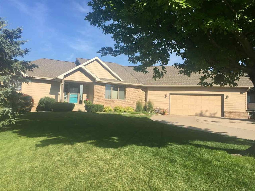 2710 S Smokey Hill Rd, Hastings, NE 68901