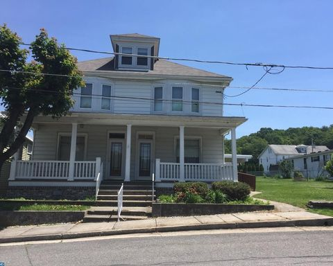 3 Walnut St, Middleport, PA 17953