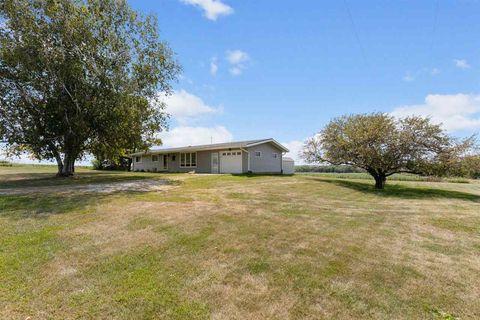 Photo of 3452 Highway 21, Belle Plaine, IA 52208