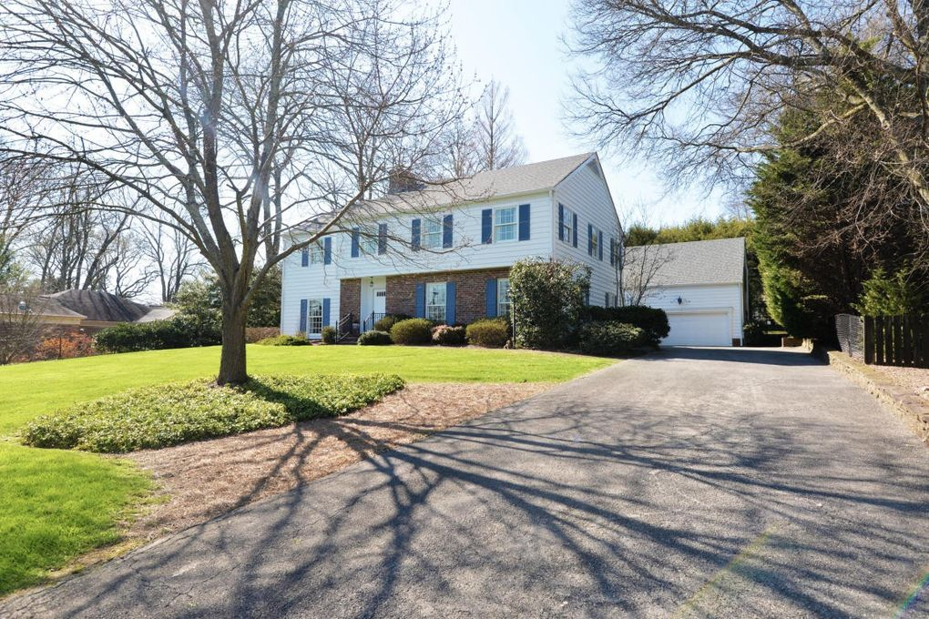 200 W Brow Oval, Lookout Mountain, TN 37350