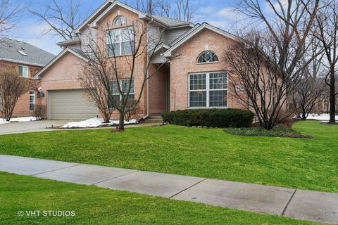 Photo of 948 S Scarsdale Ct, Arlington Heights, IL 60005