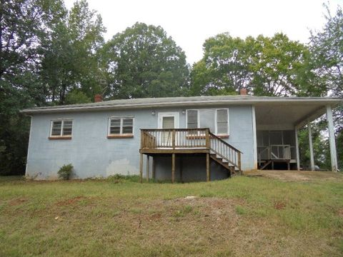 59 Roberts Rd, Chase City, VA 23924