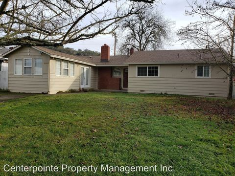 Photo of 3083 Ne Vine St, Roseburg, OR 97470