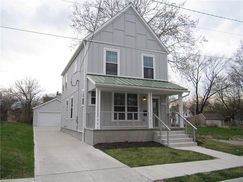 Photo of 1468 E 111th St, Cleveland, OH 44106