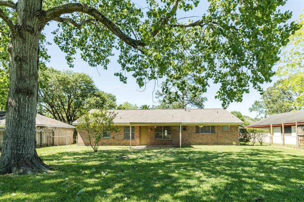 306 Cambridge St, Alvin, TX 77511