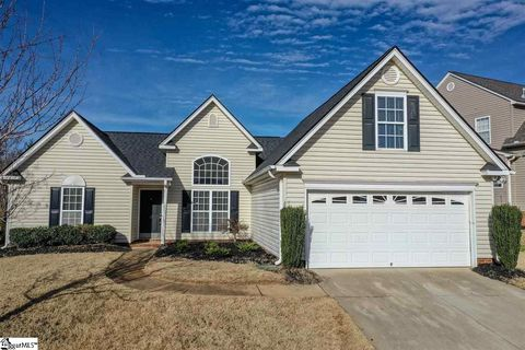 Photo of 12 Twinings Dr, Simpsonville, SC 29681