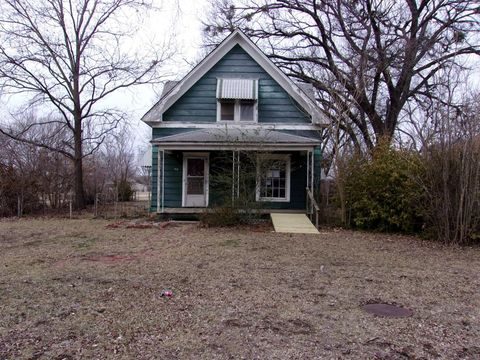 Photo of 410 S Fawn St, Caney, KS 67333
