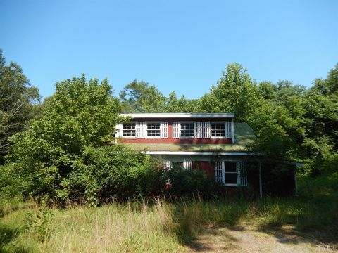 Photo of 31 Bank Rd, Altavista, VA 24517