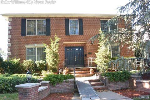 830 Elizabeth St, Ridgefield, NJ 07657