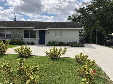 Photo of 8901 Dania Dr, Palm Beach Gardens, FL 33410